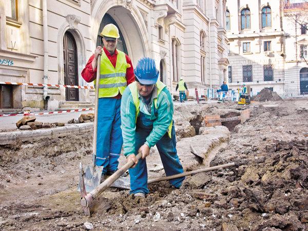 Lucrările de refacere au mers cu încetinitorul timp de 8 ani, dar acum Oprescu promite că străzile vor fi gata în vară