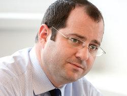 Daniel Riedl, membru al boardului executiv în cadrul fondului austriac de investiţii Immofinanz: Am cumpărat întreaga companie şi vrem să păstrăm actuala structură. Avem o înţelegere cu managementul, iar preşedintele, CEO-ul şi COO-ul vor rămâne în cadrul companiei cel puţin pentru o perioadă de tranziţie, de un an. Vom păstra numele Adama.