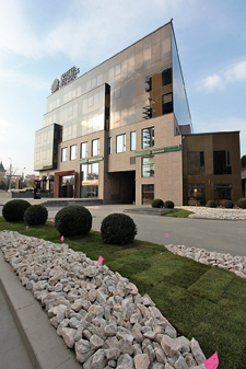În clădirile de birouri, denumite United Business Center, mai multe bănci sau companii IT au preluat deja spaţii şi au început activitatea.