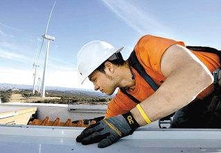 O ţară de turbine: Intenţiile de proiecte eoliene au depăşit capacitatea tuturor termocentralelor, hidrocentralor şi reactoarelor din România