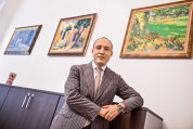 Antrenament artistic cu avocatul care are 100 de tablouri