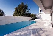 În vacanţă acasă: Cum arată casele din Bucureşti cu piscine care amintesc de Grecia sau interioare inspirate din călătorii exotice. Galerie FOTO