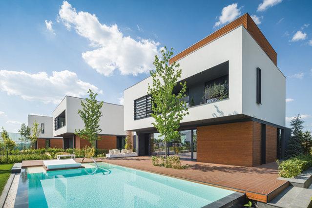 Casele viitorului au ajuns în România: Un client ne-a cerut să-i construim şi un hangar pentru avionul personal. Altul a vrut o cramă pentru că era pasionat de vinuri. Galerie Foto