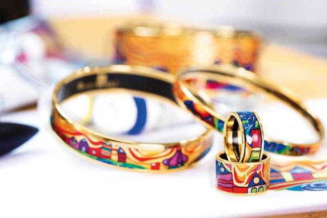 Povestea unuia dintre cele mai cunoscute branduri de bijuterii: Artizanii FREYWILLE se lasă inspiraţi de artişti consacraţi precum Claude Monet sau Gustav Klimt pentru a creiona bijuterii atemporale, adevărate opere de artă la purtător