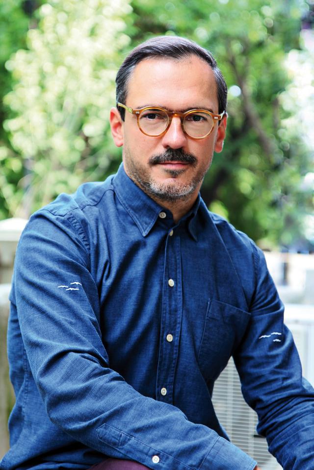 Cum arată casa viitorului? Mihai Gurei, managing directorul Intro Design: Va dispărea mobilierul redundant, iar corpurile de iluminat vor fi înlocuite de suprafeţe inteligente