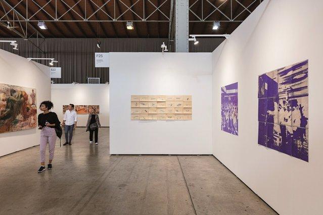 """Cinci galerii de artă din România au fost prezente în această toamnă la viennacontemporary, unul dintre cele mai importante târguri de artă contemporană din Europa. Cum văd galeriştii scena artistică locală? """"Prinde contur - încet, dar sigur"""""""