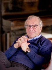 Bancherul olandez Anthony van der Heijden, primul şef al ING pe piaţa locală, şi-a vândut o parte a colecţiei de artă românească pentru 330.000 de euro. GALERIE FOTO