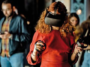Spre noi lumi: Cum se schimbă arta când intră în scenă giganţii din tehnologie şi care este riscul: Experienţa este amplificată, tehnologia deschide, dar şi limitează