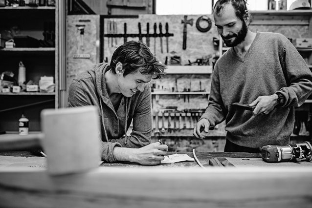 S-au cunoscut în perioada studenţiei şi au devenit antreprenori cu o investiţie de 10.000 de euro: Care este povestea ZO Kraft din Iaşi, atelier de design şi producţie de mobilier?