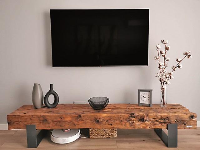 A transformat imperfecţiunile lemnului într-un business. Care este povestea atelierului de mobilă Romanian Wood: Toate piesele sunt realizate la comandă. Copacii şi implicit lemnul sunt ca oamenii, niciodată nu veţi găsi doi la fel