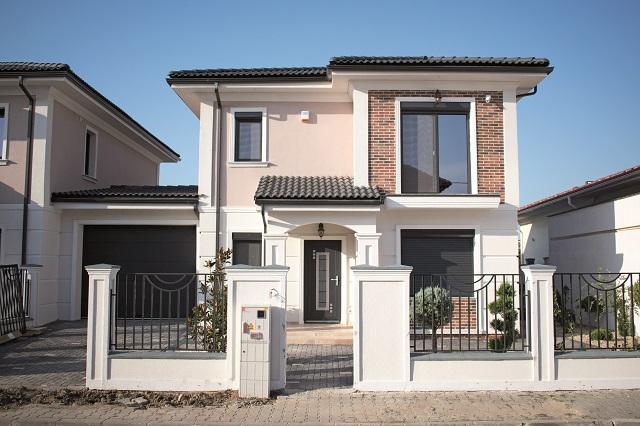 """Un dezvoltator imobiliar din Timişoara pariază pe case mari, cu grădină şi cu o serie de facilităţi în proximitate. """"Flora Residence este un răspuns la o nevoie pe care am simţit-o în piaţă."""" Cum arată proiectul şi cât costă?"""