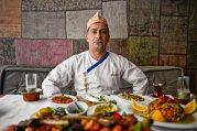 Despre cum se face un kebap straşnic şi lupta dintre vegetarieni şi carnivori cu cheful de la Divan