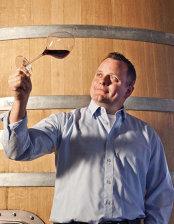 Povestea vinului: A lăsat Germania pentru o buzoiancă iar acum face unul dintre cele mai bune vinuri din România