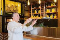 """Dragoste la prima vedere. Asta s-a petrecut când chef Joseph Hadad a văzut locul unde avea să fie restaurantul visurilor lui, """"mezinul"""" din familia sa gastronomică, o braserie cu un nume ca o şoaptă: Caju"""