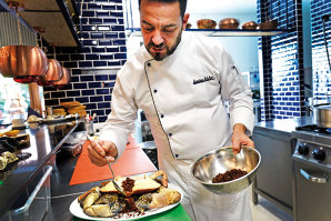 Se iau un portughez get-beget şi o tânără pasionată de cultura Portugaliei, se pune la dospit pasiunea pentru gastronomie, iar rezultatul este unul dintre puţinele restaurante de fructe de mare din Bucureşti