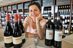Există doar 355 de oameni în lume care au reuşit să primească până acum titulatura de master of wine. Iar Ana Săpungiu este unul dintre ei. Şi singura româncă