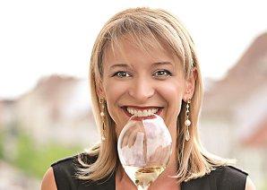 """Olimpia Pleşa Brandhuber este creatoarea şi organizatoarea evenimentelor sub brandul OPiA, o odă închinată unei băuturi regeşti numită şampanie. """"Şampania nu se bea. Şampania se trăieşte"""""""