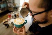 Fenomenul 3rd wave coffee sau cum a devenit Bucureştiul o destinaţie pentru pasionaţii de cafea de specialitate. Care sunt cele mai cool destinaţii din oraş?