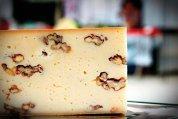 Brânzeturile româneşti încep să stea lângă cele franţuzeşti sau din Italia. Care este povestea celor mai cunoscute manufacturi locale, plus cum se face un platou ca la carte?