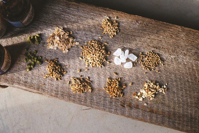 Aţi auzit de noul pariu al micilor berari? Porter, Abbey sau Imperial Stout sunt doar câteva dintre sortimentele care îşi fac loc în portofoliul celor peste 30 de microberării din România. Unele au arome de citrice, altele de cafea intens prăjită