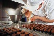 Reportaj DA Premium din fabrica de ciocolată Michel Cluizel, una dintre ultimele afaceri de familie care fac totul de la zero. Asemănările cu filmul Charlie and the Chocolate Factory sunt întâmplătoare. Sau nu. GALERIE FOTO