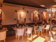 Un antreprenor din Bucureşti a găsit o cale prin care să armonizeze gastronomia cu arta şi a pus bazele unui loc destinat atât gurmanzilor incurabili, cât şi iubitorilor de frumos