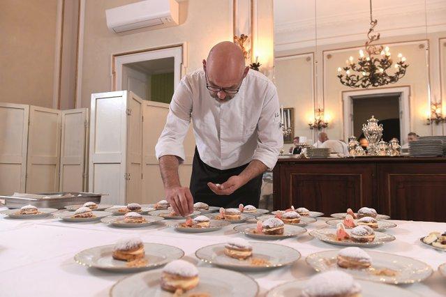Chef-ul francez Emmanuel Perrodin: Să fii bucătar nu e o meserie, ci o vocaţie. Nu există limite între viaţa personală şi cea profesională, totul trece prin bucătărie