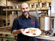 Incursiune în bucătăria lui Samuel de Torriellec, un francez care s-a mutat în România acum 10 ani pentru a deschide apetitul consumatorilor locali pentru bucătăria din Hexagon