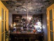 GALERIE FOTO. Un IT-ist, un actor şi un om de vânzări au mers în vacanţă în Spania şi după o incursiune în barurile locale de gin au deschis în Bucureşti GinOteca, un local specializat în cocktailuri şi alte licori bazate pe gin