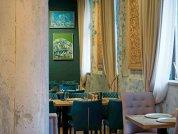 Restaurantele sunt închise în această perioadă, însă poveştile lor continuă să fie spuse: Trei surori - un bucătar, un patiser şi o pasionată de vin - au pus recent pe harta Capitalei un restaurant clasic, progresiv şi rafinat. Care e istoria din spatele Noeme?