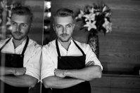 Veres István s-a născut şi a crescut în bucătărie, pentru că părinţii lui au, la rândul lor, o experienţă de aproape 45 de ani pe tărâm gastronomic. A crescut cu paşi mici, dar siguri, iar acum este executive chef la restaurantul Babel din Budapesta. Cum a început totul?