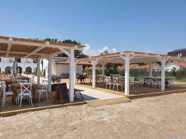 Parteneriat în businessul românesc: chef Alexandru Dumitru merge cu restaurantul Anika la malul mării, în cadrul hotelului butic Hacienda de Mare din Olimp. GALERIE FOTO