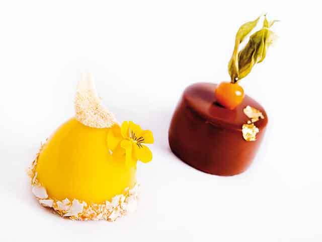 """Unii dintre cei mai cunoscuţi patiseri din ţară dezvăluie care sunt preferinţele românilor în materie de deserturi şi """"pun pe tavă"""" dulciurile verii. """"Desertul este cheia de boltă a unui prânz reuşit sau a unei cine memorabile. E ultimul gust care rămâne"""""""