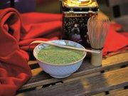 Ce se poartă în acest sezon toamnă-iarnă în materie de ceai? Preponderent, aromele de măr, scorţişoară, migdale, ghimbir, cardamom şi portocale. Dar nu numai