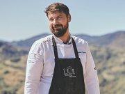 Un bucătar român cu experienţă a lansat în plină pandemie, conceptul de private chef şi merge acasă, în vacanţă sau oriunde se află clientul şi găteşte pentru acesta. Cât costă şi cum arată meniul?