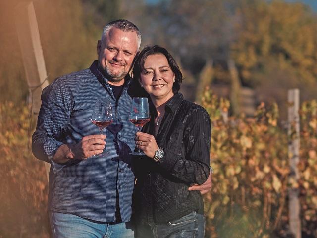 """Multiculturalism în familie. După Afaceri Premium a luat la întrebări trei familii """"multinaţionale"""" din business. Astăzi, familia Bauer, din spatele cramei cu acelaşi nume: Avea o sclipire în ochi care m-a captivat. Şi acum, după mai bine de 16 ani, când vorbeşte despre vinurile lui, văd aceeaşi sclipire şi mă îndrăgostesc mereu"""