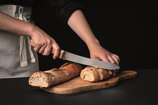 Zilnic, în Franţa, se consumă 30 de milioane de baghete. Care este secretul acestei pâini desăvârşite şi cum o prepară brutarii din România?