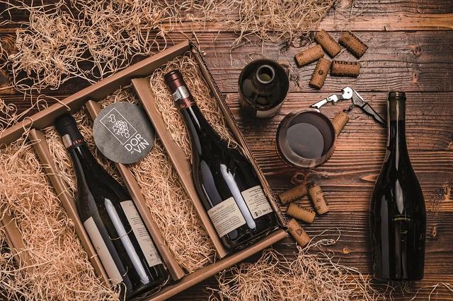 Cum încearcă o serie de antreprenori locali să dezvolte piaţa locală de vin prin abonamente lunare şi platforme cu scop nu doar de vânzare, ci şi de educare a consumatorilor?