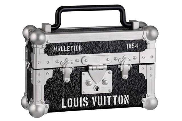Geantă Louis Vuitton, preţ la cerere, magazine Louis Vuitton
