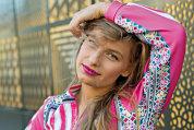 """Ea este designerul român care a creat o jachetă cu motive tradiţionale pentru gigantul Puma şi acestea sunt pasiunile ei: """"Practic înotul, snowboardingul şi stand-up paddle boardingul"""""""