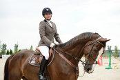 """Povestea oftalmologului care a dezvoltat Equestria, unul dintre cele mai mari cluburi de echitaţie din România: """"Un cal de şcoală avansat ajunge şi la 10.000 de euro. O şa poate să coste de la 500 la 5.000 de euro"""""""