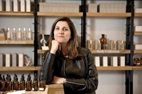 Fiecare sticlă de parfum ce poartă marca Ideo Parfumeurs vine la pachet cu o poveste, după cum, de altfel, şi numele parfumierului Ludmila Bitar îşi are rădăcinile tot într-o poveste