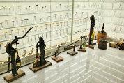 Chiar şi pentru un bucureştean, Capitala mai oferă surprize. Una dintre ele stă ascunsă pe străduţele laterale din centrul oraşului şi se numeşte Museum of Romanian Records. Printre altele, acest muzeu ascunde cea mai mare colecţie de tirbuşoane din lume