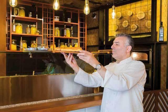 Joseph Hadad dezvăluie ce a gătit în acest an de sărbători. Nu este vorba de feluri de mâncare tradiţionale, ci de supă de linte cu ţelină, cu morcovi, cu ceapă