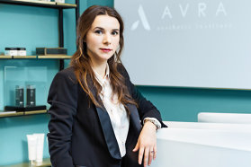 Din vorbă-n vorbă cu… Marina Aristotel, managing director AVRA Aesthetic Institute: despre pictură, Australia şi business