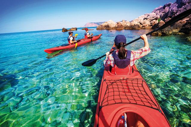 """Adâncuri pline de comori naturale, ape învolburate sau terenuri verzi, perfecte. Sunt doar câteva din """"cadourile"""" pe care le găsim în cele mai frumoase destinaţii din lume pentru pasionaţii de sport"""