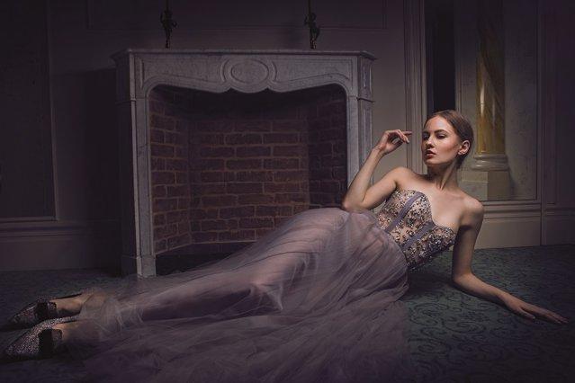 Primăvara şi-a intrat deja în drepturi, dar designerii din capitalele modei şi-au prezentat deja colecţiile de toamnă-iarnă 18/19. Ce se poartă? Un hint: Animal print-ul este nemuritor