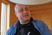 Pentru că tot este weekend, ne-am gândit să vă povestim cum îşi petrece finalul de săptămână Victor Ciupercă, CEO al Amb Holding România. Când nu citeşte, îi place să gătească sau să descopere locuri noi în România sau în Europa