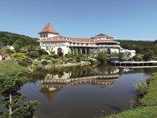 O vizită în SUA l-a transformat pe un român în antreprenor. La întoarcere, pe o suprafaţă de treizeci de hectare, românul a aşezat ca pe o planşă toate gândurile care i-au trecut prin cap cât timp a stat peste hotare, iar proiectul poartă numele SunGarden Golf & Spa Resort