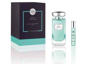 Ce parfumuri sunt potrivite pentru a fi purtate vara şi unde se aplică? Pentru femei, se recomandă aplicarea parfumului şi pe decolteu şi pe gât, iar pentru bărbaţi pe umeri sau pe gât